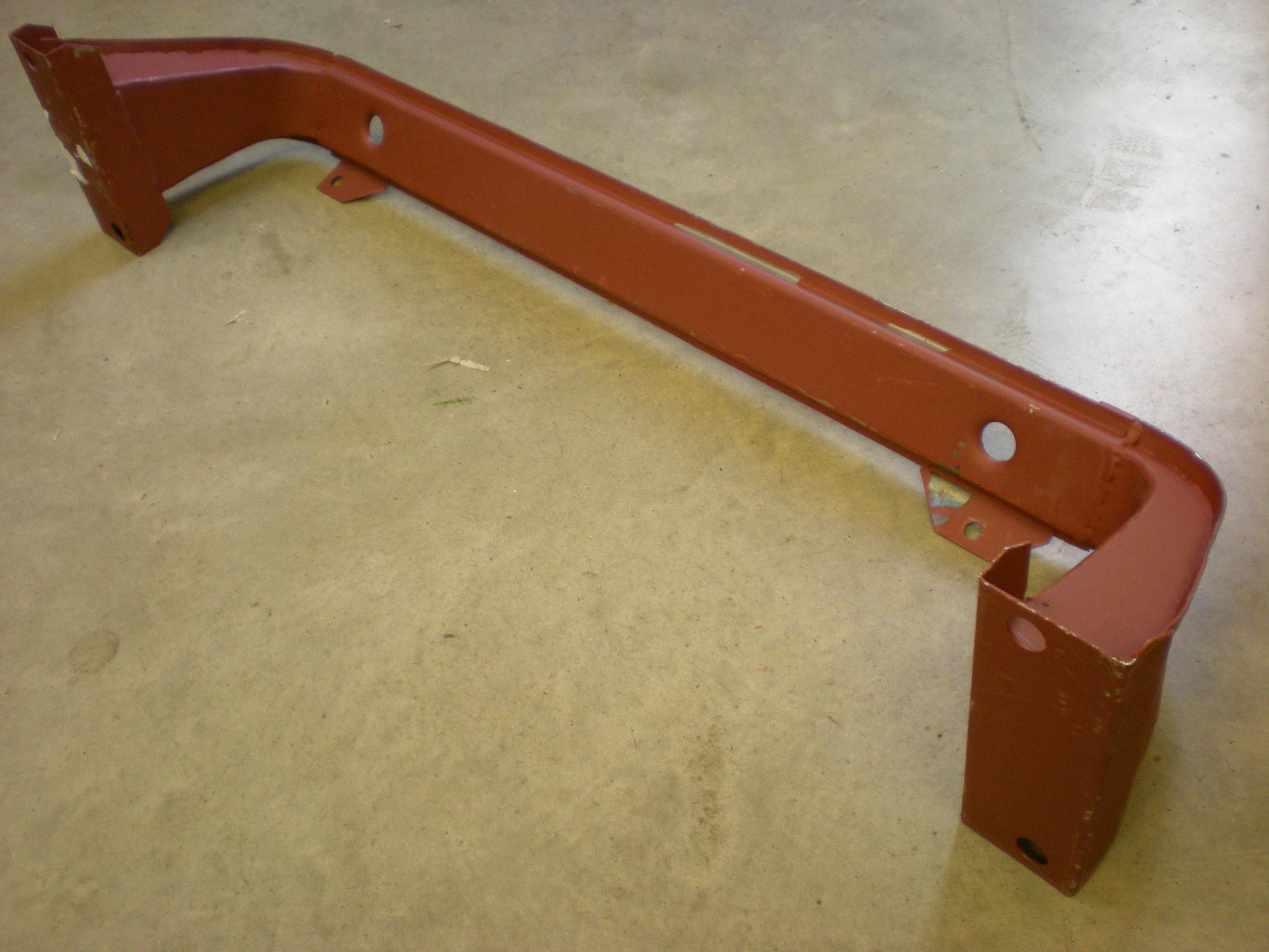 Lower radiator mount bracket